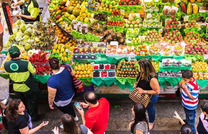 Vind een local om je door de lokale markten te loodsen – je weet nooit waar je mee thuiskomt