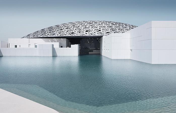 Het futuristische Louvre Abu Dhabi