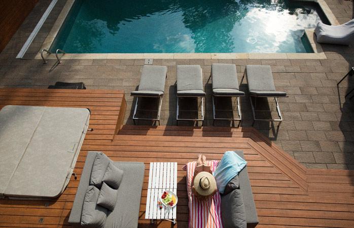Natuurlijk is het verwarmde buitenzwembad lekker, maar zal je er eigenlijk wel gebruik van maken?